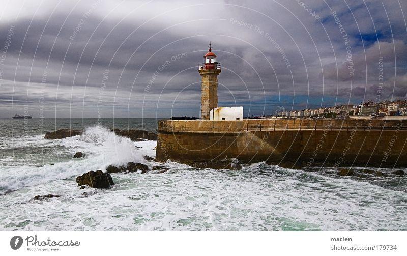 Wetterwechsel Luft Wasser Himmel Wolken Horizont Sommer Schönes Wetter schlechtes Wetter Unwetter Sturm Wellen Küste Meer Atlantik Leuchtturm