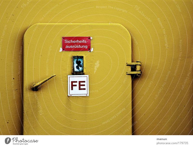Ganz sicher gelb Metall Schilder & Markierungen gefährlich Schriftzeichen Hinweisschild Sicherheit bedrohlich Güterverkehr & Logistik Schutz Zeichen Vertrauen Schifffahrt Eingang Wasserfahrzeug Sorge