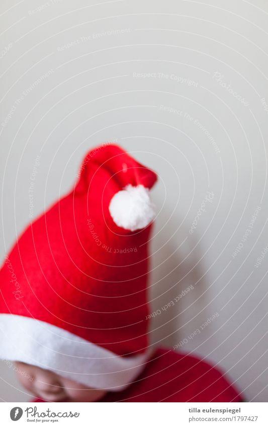 Wichtelchen Kleinkind Kindheit 1 Mensch Nikolausmütze rot Vorfreude Weihnachten & Advent Weihnachtsmann Mütze Bommelmütze Quaste anonym Unbekümmertheit