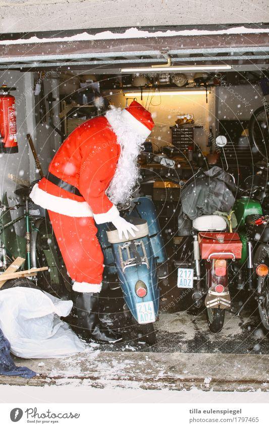 getting ready Winter maskulin Männlicher Senior Mann Leben 1 Mensch 60 und älter Verkehrsmittel Motorrad Kleinmotorrad weißhaarig kalt lustig Vorfreude Coolness