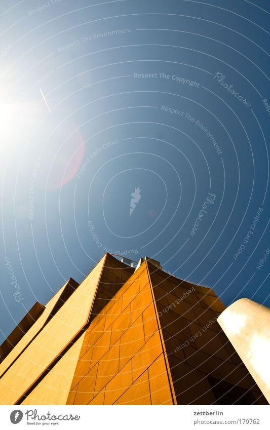 MMK Geldinstitut Bankgebäude Arbeit & Erwerbstätigkeit Fassade Frankfurt am Main Glasfassade Haus Hochhaus Perspektive Skyline Stadt steil Architektur Kultur