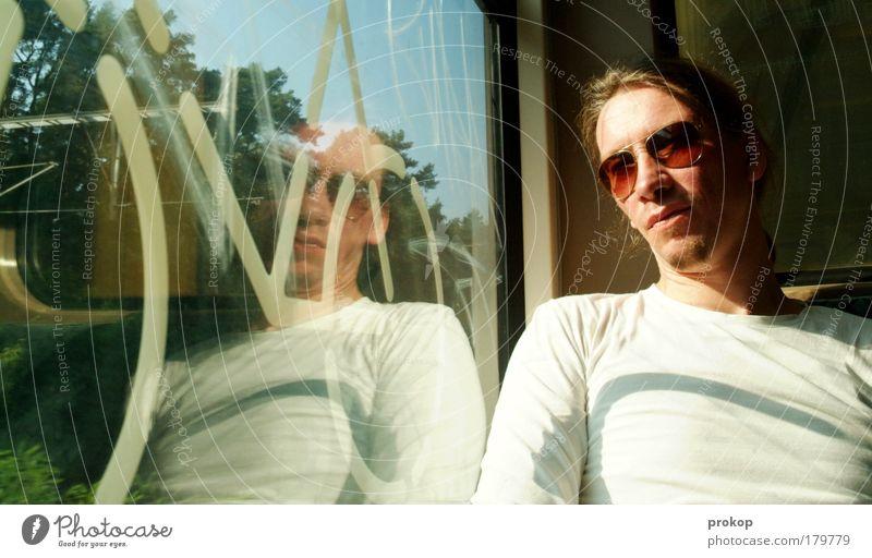 S-Bahn Kunde Mensch Jugendliche Sonne Erholung Gefühle Bewegung Paar maskulin Ausflug Coolness fahren Mann nachdenklich Sonnenbrille Brille Spiegelbild