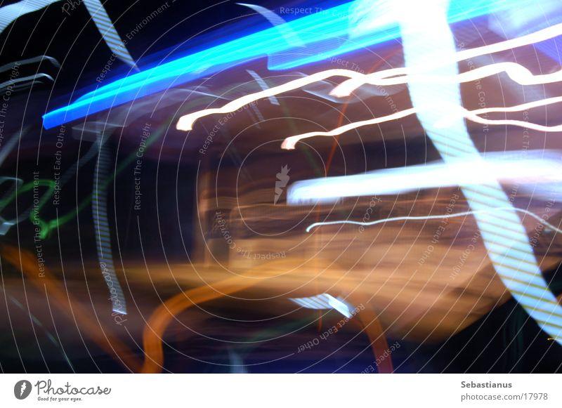 bbrrrrrmmm Tankstelle Streifen weiß Benzin Diesel Kraft Langzeitbelichtung blau Prima