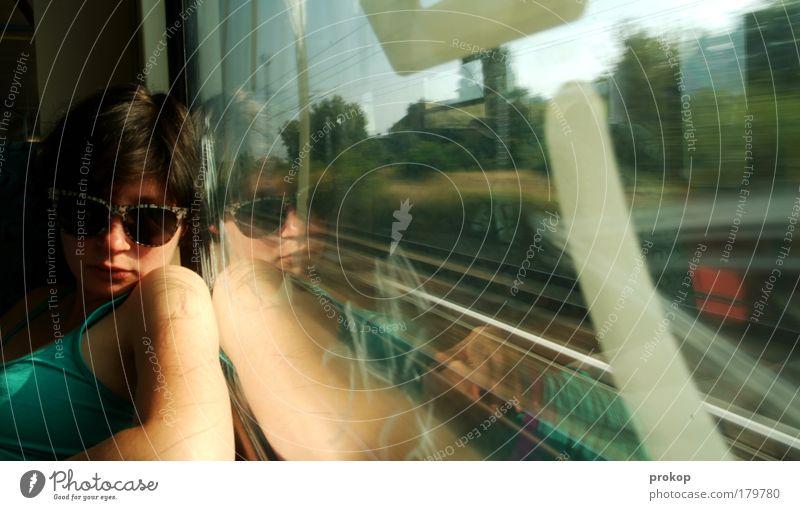 S-Bahn Kundin Frau Mensch Jugendliche schön Ferien & Urlaub & Reisen Erholung feminin Landschaft Erwachsene Eisenbahn Brille Geschwindigkeit Ausflug Coolness fahren Gleise