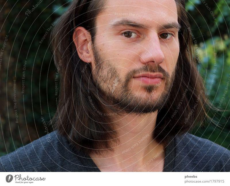 im gedankenwald Mann Junge Typ Gesicht Porträt Bart Haare & Frisuren Außenaufnahme Natur grün Lippen Nase Auge Ohr