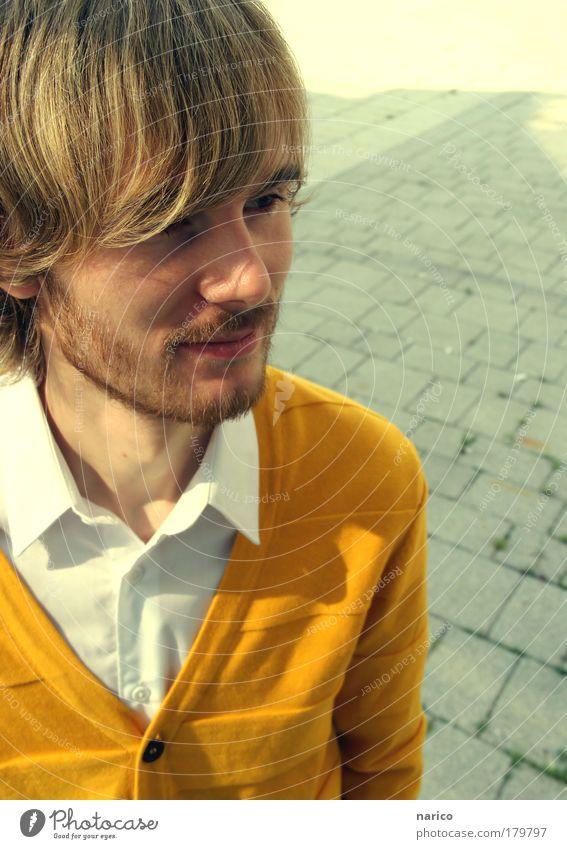 in my own world ... Jugendliche weiß Gesicht gelb Leben Haare & Frisuren Kopf Denken Mund Mann Mode Haut blond Erwachsene maskulin Nase