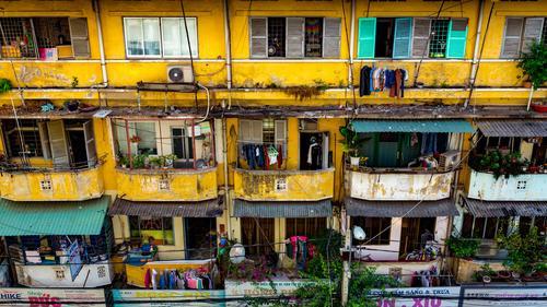 Häuserfront in Ho Chi Minh City, Vietnam Ferien & Urlaub & Reisen Stadt Haus gelb Gebäude Fassade Tourismus Stadtleben Wohnung Häusliches Leben dreckig