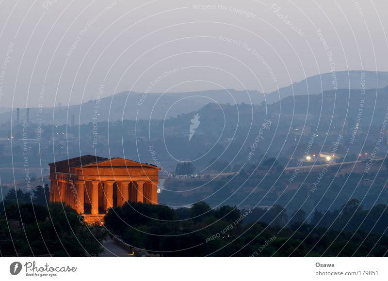 Tal der Tempel 04 Ruine antik Bauwerk Gebäude Architektur Griechenland Zerstörung Säule Italien Sizilien Agrigento Dämmerung Abend Himmel blau Querformat