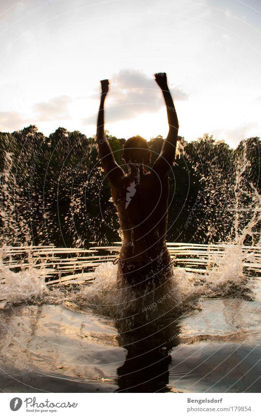 Wir sind Sommer! Mensch Mann Wasser Sonne Freude Ferien & Urlaub & Reisen Ferne Bewegung Freiheit Glück See Haut Erwachsene Arme