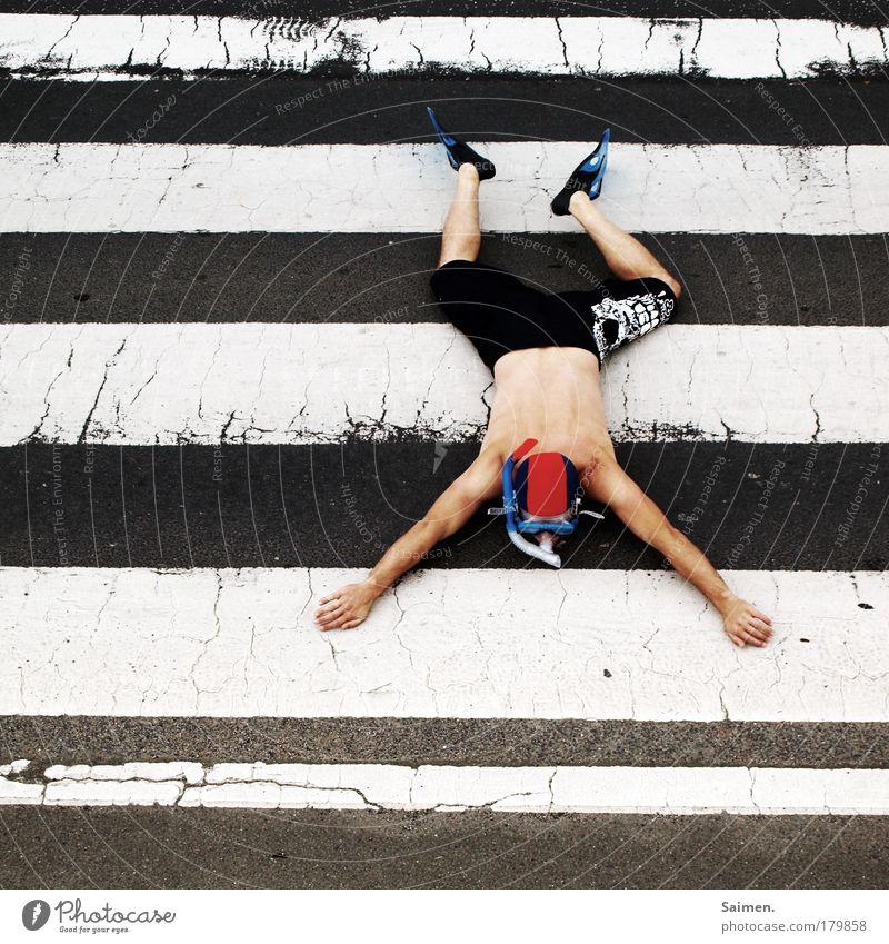 trockenschwimmer Mensch Mann Freude Erwachsene Erholung Straße Leben Bewegung Zufriedenheit Schwimmen & Baden maskulin Verkehr außergewöhnlich Übergang