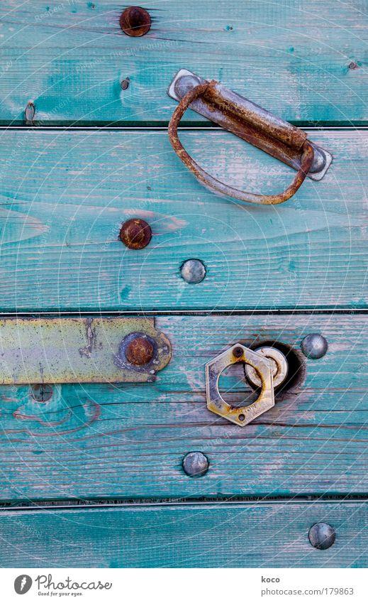 YAMANGA alt grün blau Haus Farbe Holz Metall Tür gold ästhetisch Dorf Stahl Rost Altstadt