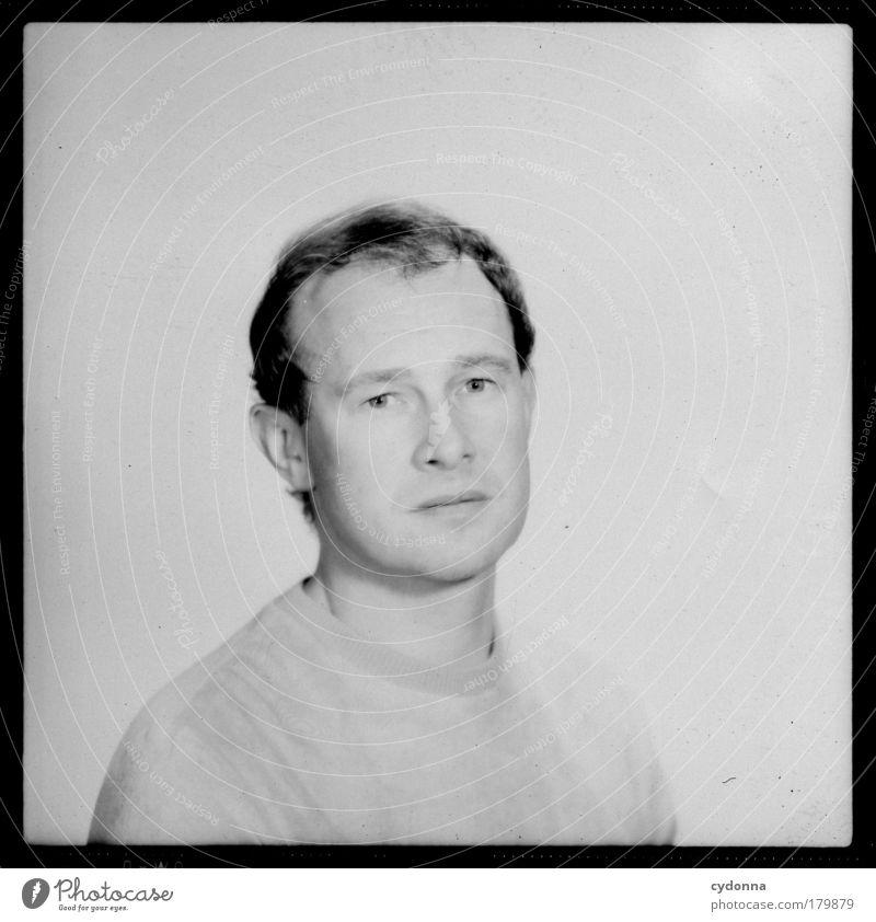 Portrait Mann schön Einsamkeit ruhig Erwachsene Leben Gefühle Traurigkeit träumen Zeit elegant ästhetisch Zukunft Wandel & Veränderung einzigartig Vergänglichkeit
