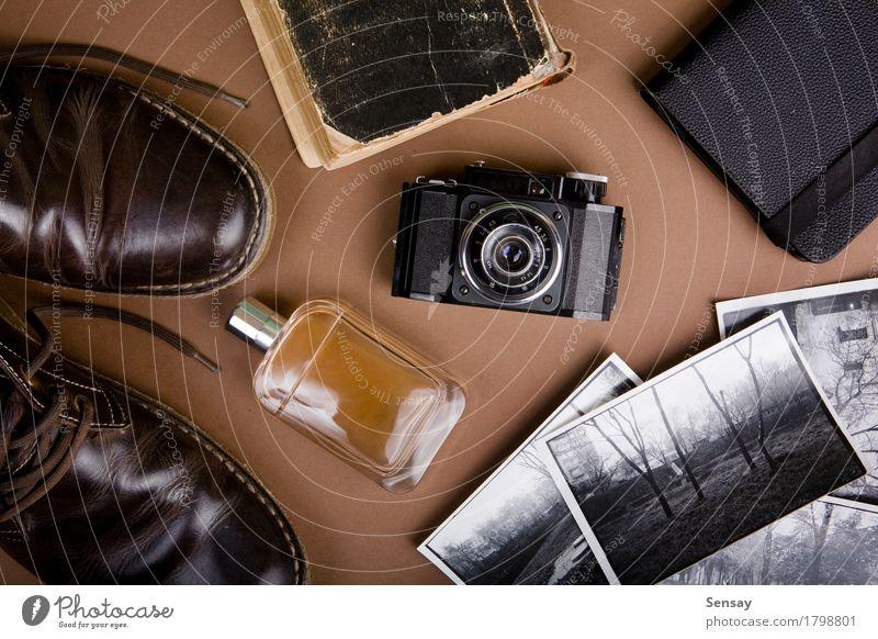 Set mit coolen Vintage-Accessoires alt weiß Baum Stil Business braun Metall offen Ausflug retro Buch Fotografie Papier Abenteuer Grafik u. Illustration