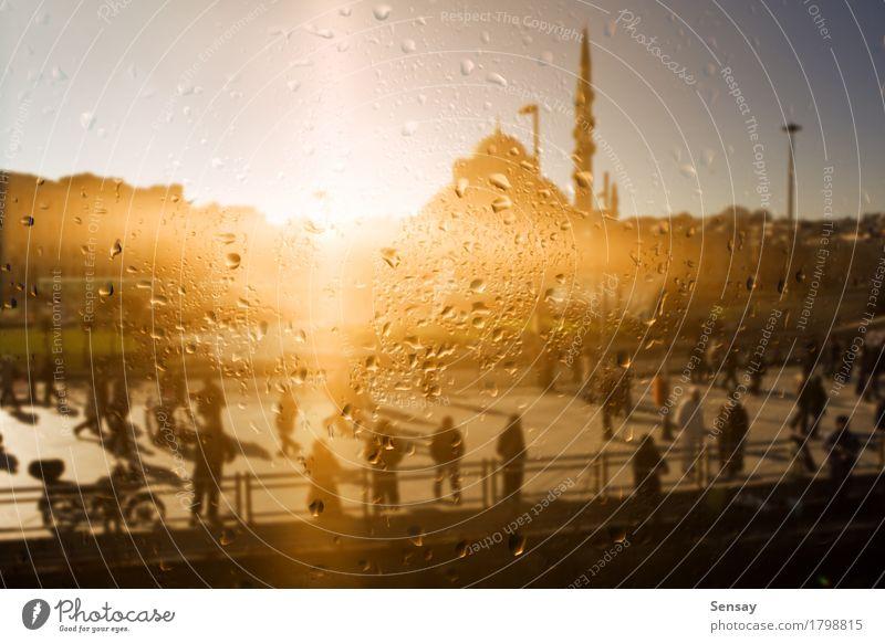 Die Moschee spiegelt sich im Fenster wider. Landschaft Regen Stadt Gebäude Tropfen gelb Islam die Religion die Moschee die Sonne Osten Asien Truthahn Istanbul