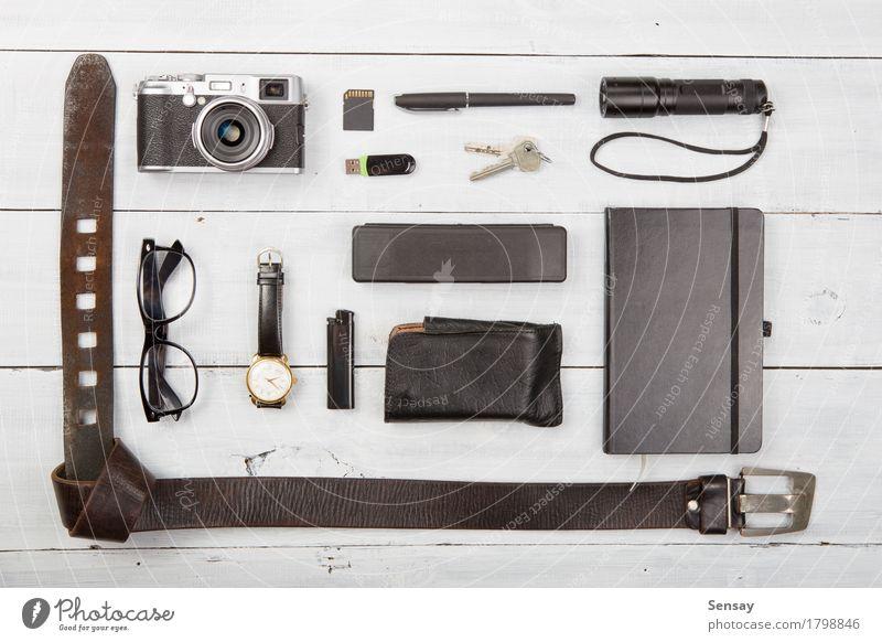 Tourismuskonzept - Satz von coolen Sachen mit Kamera Ferien & Urlaub & Reisen Sommer weiß schwarz Leben Lifestyle Holz Ausflug modern retro Fotografie Dinge