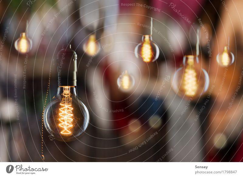 Vintage Glühbirnen von Edison Typ Stil Lampe Restaurant Stadt Tube alt dunkel hell retro braun gelb rot schwarz Idee Knolle Licht altehrwürdig erhängen