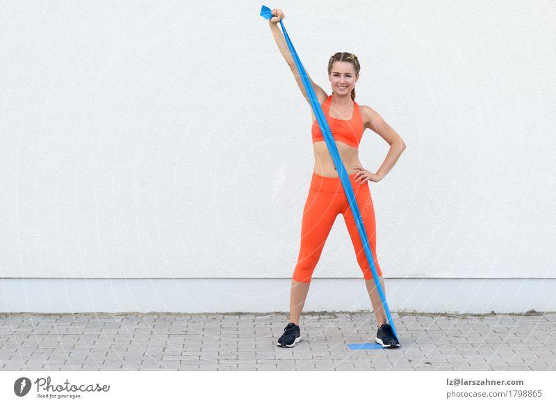Mensch Frau Jugendliche 18-30 Jahre Erwachsene Lifestyle Sport Glück Körper blond Lächeln Fitness sportlich Band Entwurf üben