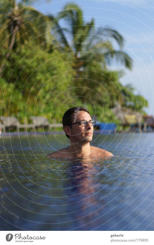 me in the pool Mensch Mann grün blau Ferne Erholung Glück träumen Zufriedenheit Erwachsene maskulin Zukunft Freundlichkeit genießen Optimismus 30-45 Jahre