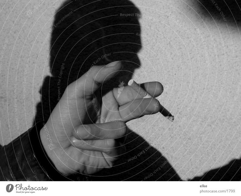 übersicherzählen Mann Hand Zigarette gestikulieren