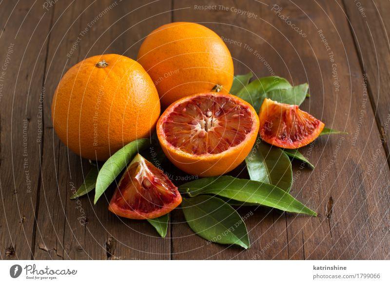 Frische sizilianische Orangen mit Blättern grün Blatt gelb Gesundheit Garten braun hell Frucht frisch Bauernhof Ernte exotisch Vegetarische Ernährung Scheibe