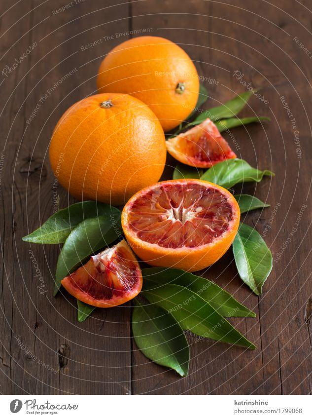 Frische sizilianische Orangen mit Blättern Lebensmittel Frucht Vegetarische Ernährung Diät exotisch Blatt alt frisch hell natürlich retro saftig gelb grün Farbe