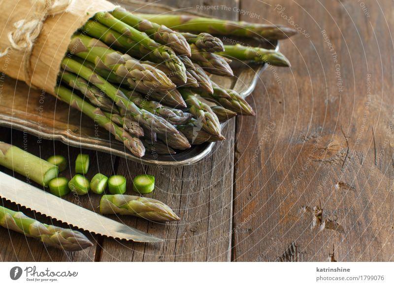 Frischer Spargel mit Messer Gemüse Ernährung Abendessen Vegetarische Ernährung Tisch frisch Gesundheit natürlich braun grün Lebensmittel Feinschmecker Holz