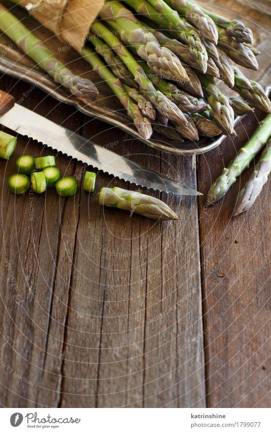 Frischer Spargel mit Messer Gemüse Ernährung Abendessen Vegetarische Ernährung Diät Tisch dunkel frisch Gesundheit natürlich braun grün Lebensmittel