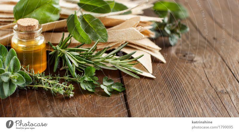 Vollkorn Handwerker Pasta, Olivenöl und Kräutern Lebensmittel Teigwaren Backwaren Kräuter & Gewürze Ernährung Flasche Tisch Gesundheit braun gelb grün