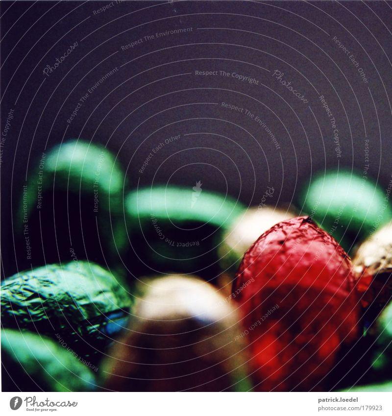 Rote Versuchung Farbfoto mehrfarbig Innenaufnahme Nahaufnahme Menschenleer Textfreiraum oben Schwache Tiefenschärfe Lebensmittel Süßwaren Schokolade Ernährung