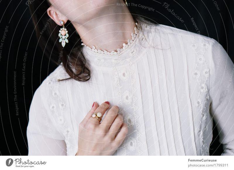 Zart_1799311 Frau Jugendliche schön Junge Frau 18-30 Jahre Erwachsene feminin Stil elegant Romantik Spitze Bluse Brautkleid Stickereien