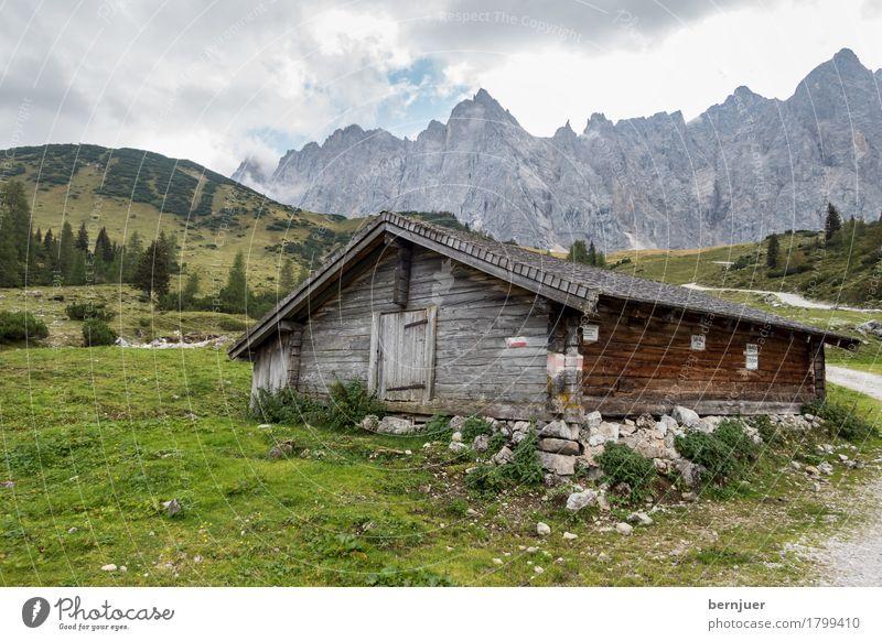 Hütte Natur Landschaft Himmel Wolken Wetter Pflanze Baum Gras Alpen Berge u. Gebirge Gipfel alt authentisch eckig blau grün Bayern Felsen Felswand Forstweg