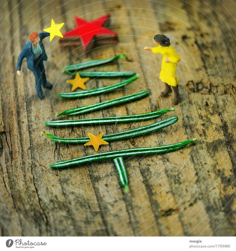Miniwelten - Weihnachtsbaum schmücken Mensch Frau Mann Weihnachten & Advent grün rot Erwachsene sprechen feminin Feste & Feiern maskulin Stern (Symbol)