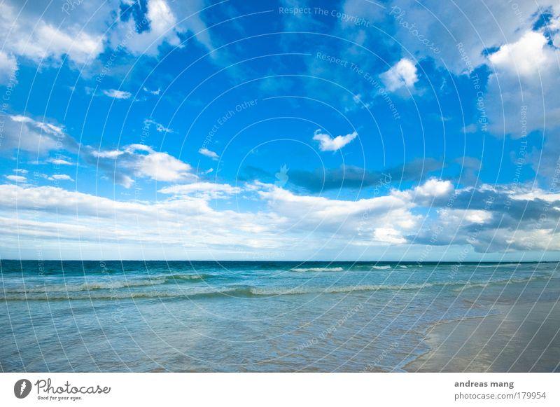 deep blue Farbfoto Außenaufnahme Menschenleer Textfreiraum oben Tag Weitwinkel Ferien & Urlaub & Reisen Sommer Strand Meer Wellen Natur Wasser Himmel Wolken