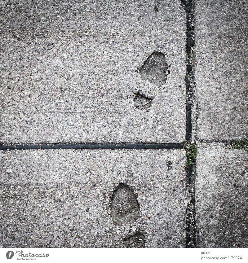 Step by Step alt Straße Wege & Pfade grau Stein gehen trist Beton Baustelle Zeichen Ziel trocken Suche Spuren Asphalt Vergangenheit