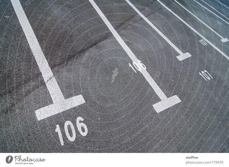106 | 107 Außenaufnahme Experiment Menschenleer Autofahren Parkplatz Parkplatznummer Frauenparkplatz parken Ziffern & Zahlen