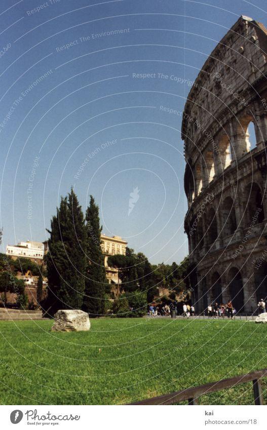 RomColloseum Denkmal Italien Ferien & Urlaub & Reisen Kolosseum Sehenswürdigkeit historisch Historische Bauten Hochformat Textfreiraum oben Wolkenloser Himmel