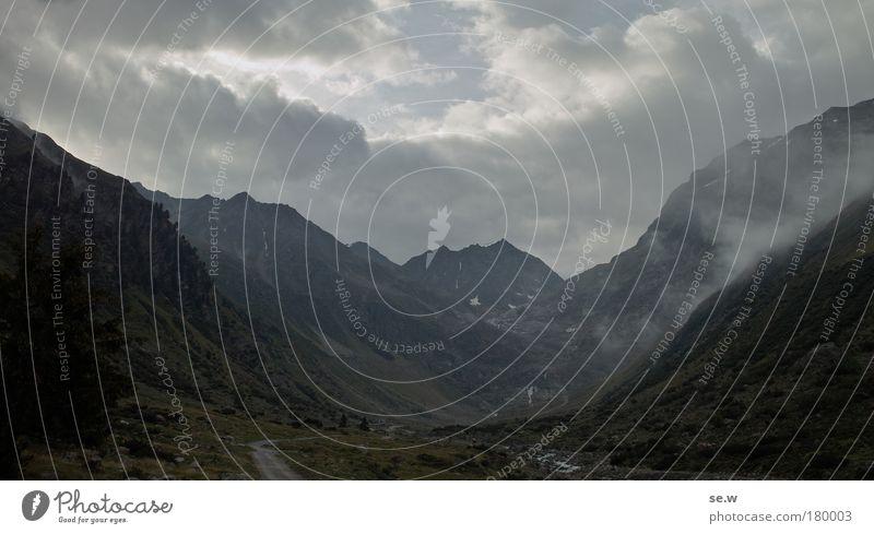 Wolkenfänger Natur schön Sommer Ferien & Urlaub & Reisen Einsamkeit Ferne Erholung dunkel Freiheit Berge u. Gebirge Traurigkeit Stimmung Romantik Alpen