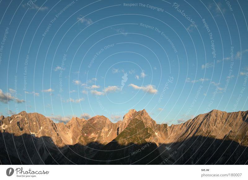 Morgendämmerung Natur Himmel Sommer Ferien & Urlaub & Reisen ruhig Einsamkeit Berge u. Gebirge Stimmung groß Horizont Romantik Alpen Unendlichkeit Sehnsucht