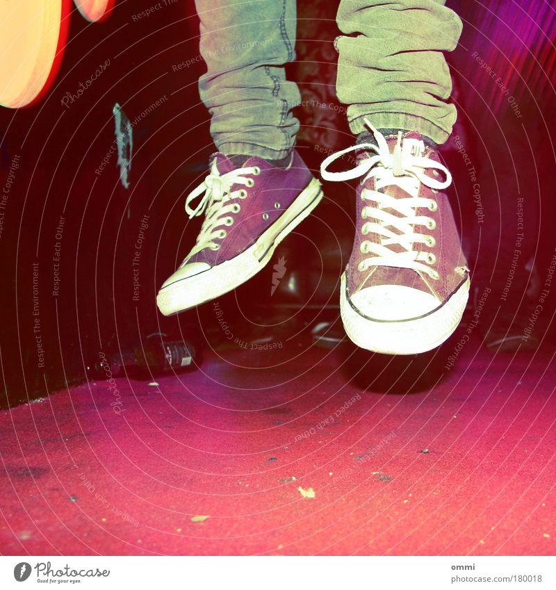 Diskosuizid Jugendliche rot abstrakt Freude Turnschuh Leben springen Party Lomografie Mensch Fuß Schuhe Tanzen mehrfarbig fliegen