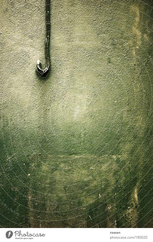 ein häkchen setzen alt grün Haus Wand Gebäude Mauer dreckig Fassade Elektrizität kaputt Kabel Bauwerk Putz Haken Anschluss Versorgung