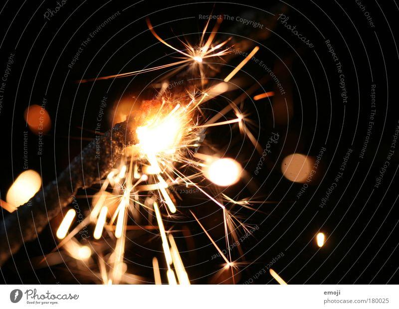 18 Funken sprühen wunderkerze weihnachten advent hinergrund neutral funken glimmen weihnachtszeit adventszeit schwarz goldig Sternsprüher Feuerwerk