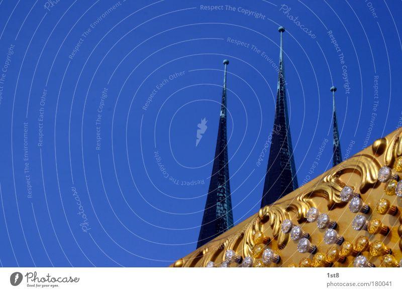 Nix als Rummel blau gelb Architektur Wärme Gebäude Stein gold Gold verrückt Kirche Turm Spitze Bauwerk Denkmal Jahrmarkt