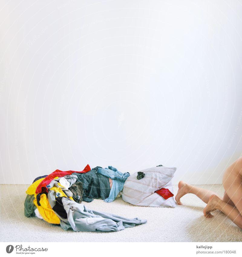 häutung oder ecdysis Mensch Mann weiß Freude Erwachsene Spielen Beine Fuß Wohnung Haut maskulin ästhetisch Häusliches Leben Stoff T-Shirt Gesäß