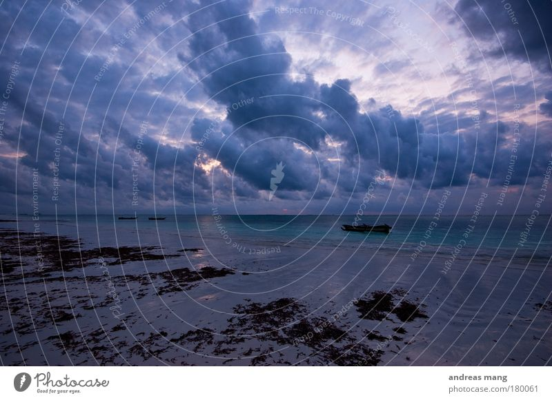 wolken dramatik Außenaufnahme Menschenleer Morgen Morgendämmerung Kontrast Reflexion & Spiegelung Starke Tiefenschärfe Weitwinkel Strand Meer Natur Wasser