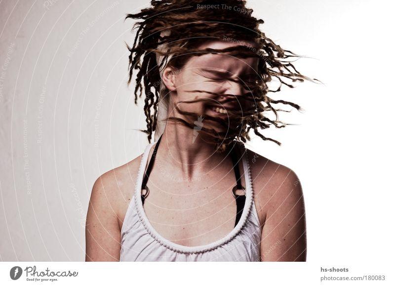 SARA Farbfoto Studioaufnahme Hintergrund neutral Tag Blitzlichtaufnahme Porträt Blick nach unten Wegsehen geschlossene Augen Lifestyle Freude Glück Mensch