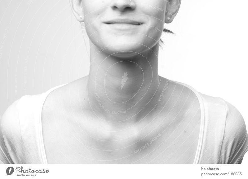 Marie Schwarzweißfoto Blitzlichtaufnahme High Key Starke Tiefenschärfe Blick in die Kamera Mensch feminin Frau Erwachsene Gesicht Ohr Nase Mund 1 18-30 Jahre