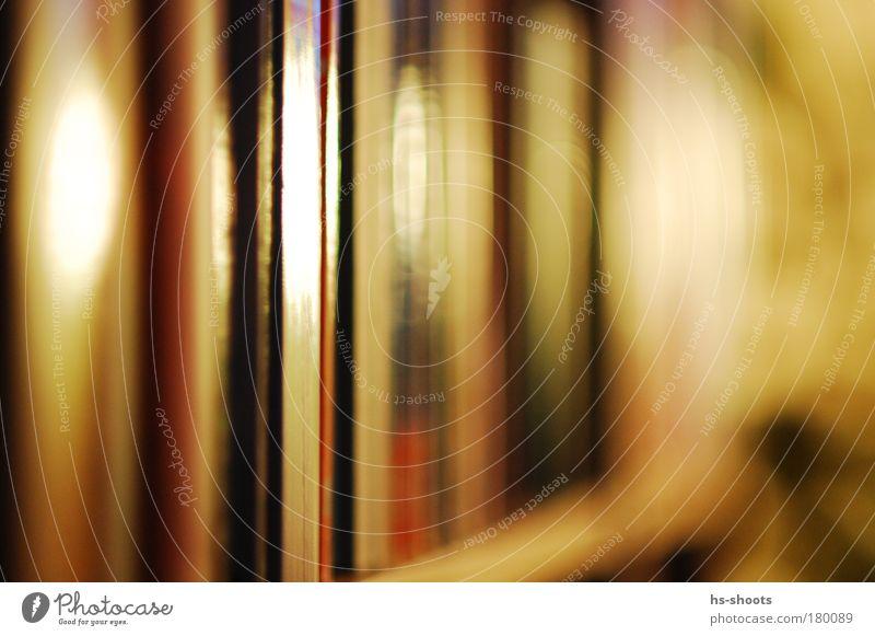 Bücherregal Farbfoto Nahaufnahme Detailaufnahme Kunstlicht Licht Printmedien Buch Bibliothek ästhetisch schön mehrfarbig Erholung Freizeit & Hobby Tag