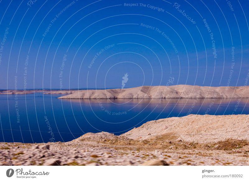 Insel Pag - Kroatien harmonisch Sommer Landschaft Wasser Himmel Horizont Schönes Wetter ästhetisch blau karg beige Meer steinig zweifarbig Wolkenloser Himmel