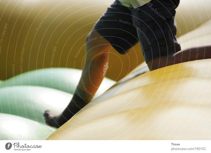 step by step Mensch Kind Sommer Freude Junge springen Spielen Bewegung Beine gehen laufen rennen Fröhlichkeit Freizeit & Hobby