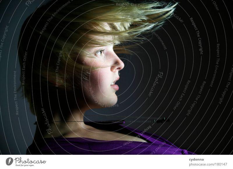 Showcase Frau Mensch Jugendliche schön Gesicht Erwachsene Leben Bewegung Haare & Frisuren träumen Zeit elegant Energie ästhetisch Zukunft einzigartig
